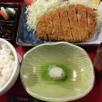 かつ久 - 料理写真:ロースかつ定食 (150g)