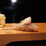 弘寿司 - カワハギ肝のせ