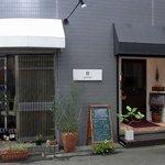 カロローゾ - お店の外観です。 本町アートスクェアービルの1階にお店があります。