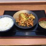 103047834 - 肉野菜炒め定食