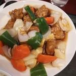 福寿飯店 - 料理写真:やや甘い酢豚。