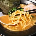 横浜家系ラーメン 武骨家  - 料理写真:麺アップ
