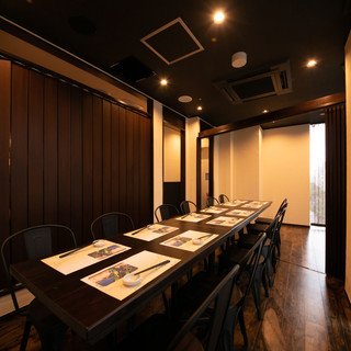 シンプルシックな個室空間◆デート・ご宴会・接待・お祝い事に◎