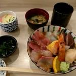103055344 - 海鮮丼