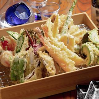 四季の食材を…小気味良い歯応えの衣に包まれた天ぷら