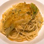 アルポルトカフェ - キャベツとカラスミの貝出汁オイルソーススパゲッティ。