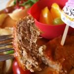 ジャンボ - トマトベースのハンバーグ