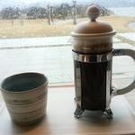 cafe 縞 - フレンチプレス珈琲(つまみをそっとゆっくり押しました。)