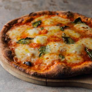 イタリア郷土料理の新しい可能性を示す、繊細で独創的な一皿