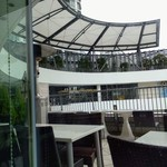 キンカウーカ・グリル&オイスターバー - おそと 小雨で風びゅうびゅう 寒っ!       ロケーション最高なんだけどね