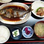 福魚食堂 - イサキの煮付け定食800円。