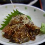 福魚食堂 - +200円でお刺身を付けました。 内容は日替わりなのかもしれませんが、この日はゴマサバでした。