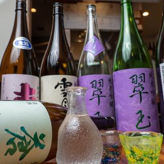 鶏料理と相性の良い、秋田の地酒と各地の銘酒を揃えました