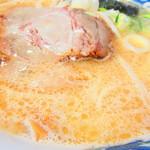 103075871 - 味噌ラーメン 800円(税込)のスープのアップ【2019年3月】