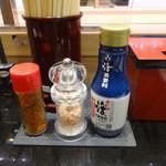 回し寿司 活 美登利 - 料理写真:調味料