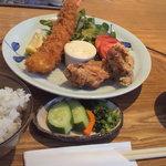 10308267 - 大海老と鶏から揚げ定食 1340円