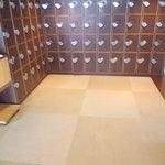 鎌倉パスタ  - 玄関先の靴箱と琉球畳