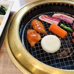 103082731 - 少しずつ焼いていきまーす☆彡味付け鶏肉が旨し!