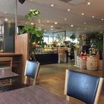 シアトルズベストコーヒー&ダイニング - お花屋さんと同じスペース