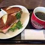 シアトルズベストコーヒー&ダイニング - ハムとチーズのサンドイッチ たっぷりコーヒーで散歩の休憩