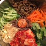 韓国家庭料理 ソウルオモニ - ビビンパのアップです