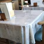 いずみや - テーブル席