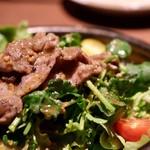 炉とマタギ - ラムとパクチーのサラダ
