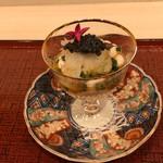 蓬左茶寮 - サッと湯通しした雲子(鱈の白子)にキャビアとおろしに土佐酢をかけて