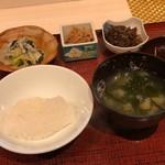 蓬左茶寮 - 宮城県産だて正夢のご飯とワカメのお吸い物に宮崎牛時雨煮、塩昆布と白菜、ジャコ、ピリ辛なめたけ、青のり