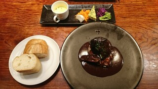 コックマン - 牛ホホ肉の赤ワイン煮込み(限定5食) 850円(税込) ※前菜、スープ、ライスorバケット付
