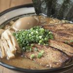 麺屋たかもと - 料理写真:鰹だしとんこつラーメン全部のせ