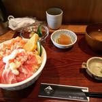 マグロダイニング 蒼 - ランチ 海鮮丼定食(中) ¥650-