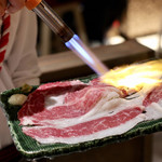 名古屋 名駅 肉寿司 - バーナーで大胆に炙ります