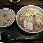 初代 伝五郎 - 料理写真:肉そば&鶏めしセット1050円(税別)