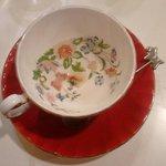 10313394 - コーヒーカップの底はこんなに綺麗な模様。