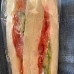マルギクベーカリー - 料理写真:トマトのサンドイッチ¥160