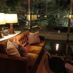 103139011 - 日本庭園側のテーブル