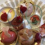 マンジャーレ 千葉 - プリン、苺ババロア、ゼリー、シャンパンゼリー ハートのムース、シュークリーム