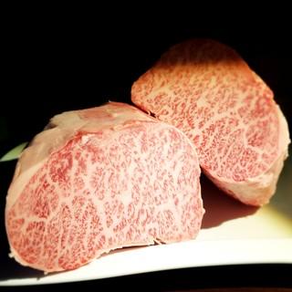 食材は沖縄県産和牛とA5黒毛和牛をご堪能いただけます。