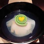 野嵯和 - ⑤蒸し鮑と新玉ねぎの椀物       バレンタインなので♡が注入されてました