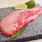 溶岩焼肉ダイニング bonbori - 縦斬り和牛タン