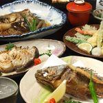 福岡鷹勝 - 生け簀の活魚をお好きな調理法で仕上げることもできます