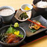 華花 - 漬けマグロと焼き魚膳
