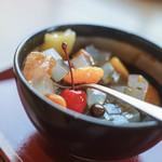 """舟和 - """"蜜豆(みちまめ)""""の寒天(かんざらしところてん)に黑蜜(くろみち)#BCMKR! ©ドクシマぱいせん"""