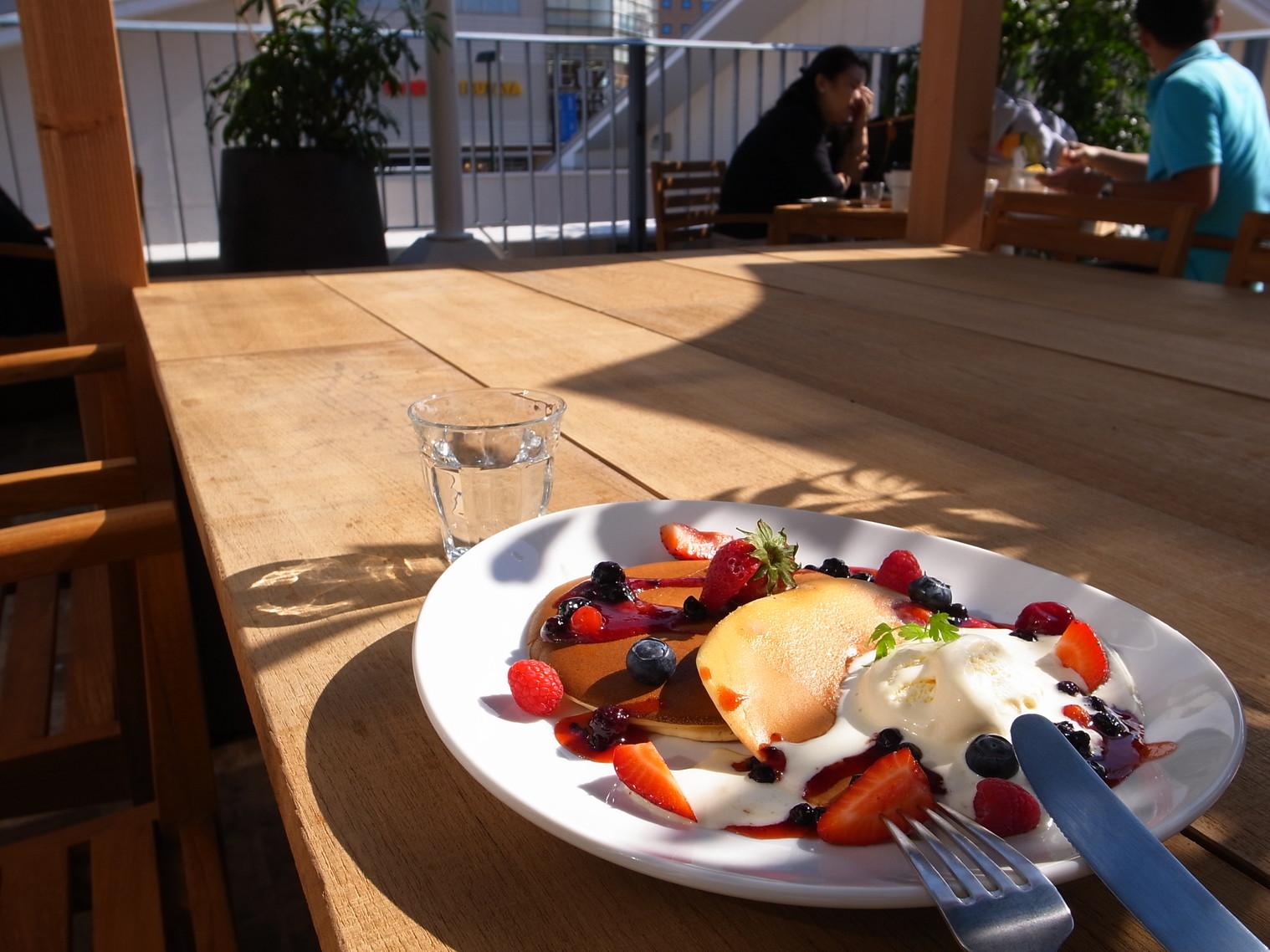 ロンハーマンカフェのフルーツパンケーキ