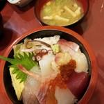 寿司・料理・地酒 はらこ - 料理写真:本日の生ちらし(味噌汁) 750円