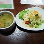 103162247 - スープとサラダ