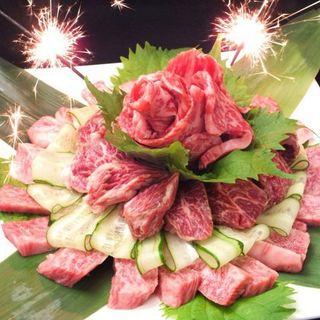 ≪特別な記念日に≫主役に肉ケーキ盛り付けでサプライズ★