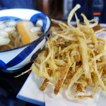 荒津亭 - 料理写真:玄海ごぼ天うどん750円。