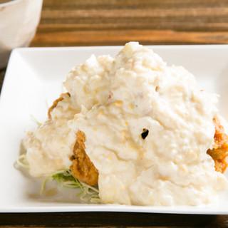宮崎名物「チキン南蛮」と「焼き鳥」の他、豊富な鶏料理をどうぞ